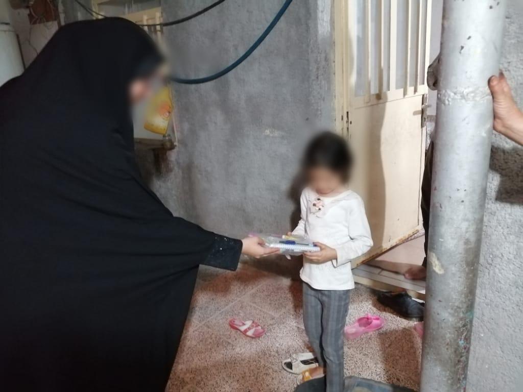 توزیع لوازم ضروری تحصیل به دانشآموزان محلات فقیرنشین گچساران توسط موسسه خیریه الحسن(ع)+تصاویر