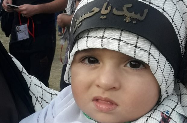 کوچکترین زائر گچسارانی امام حسین(ع) به کربلا رفت+فیلم